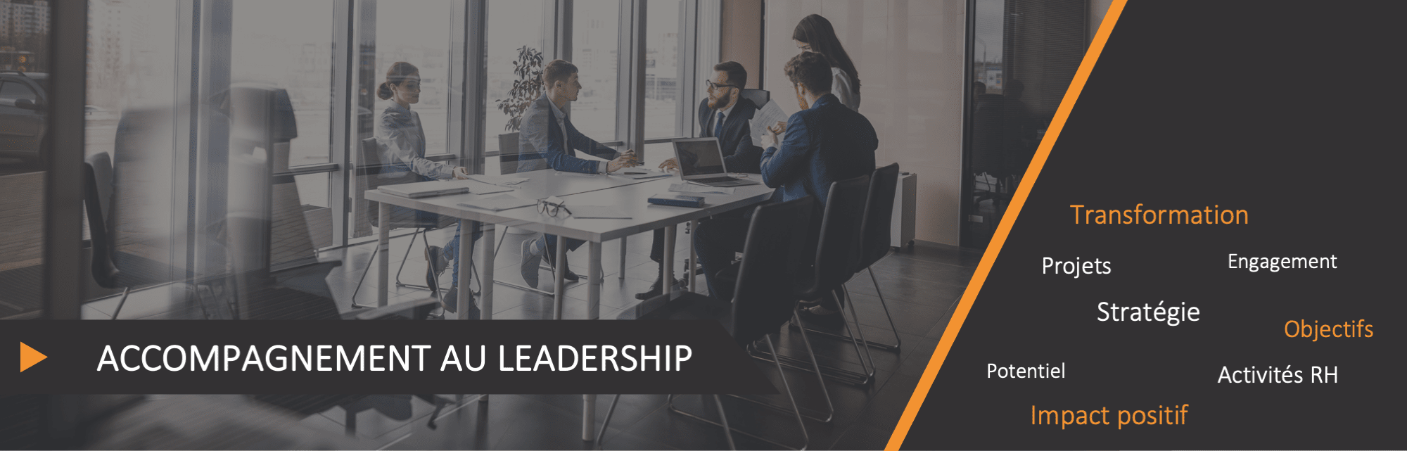 Groupe équipe accompagnement table leadership